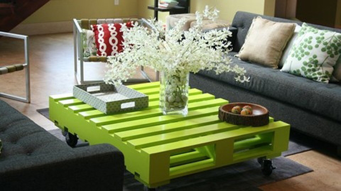 Painted Pallet Coffee Table with Wheels