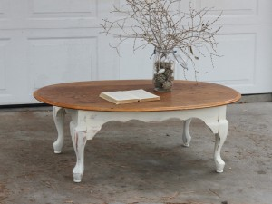 Antique Design For Your Room With Help Of Vintage Coffee Table