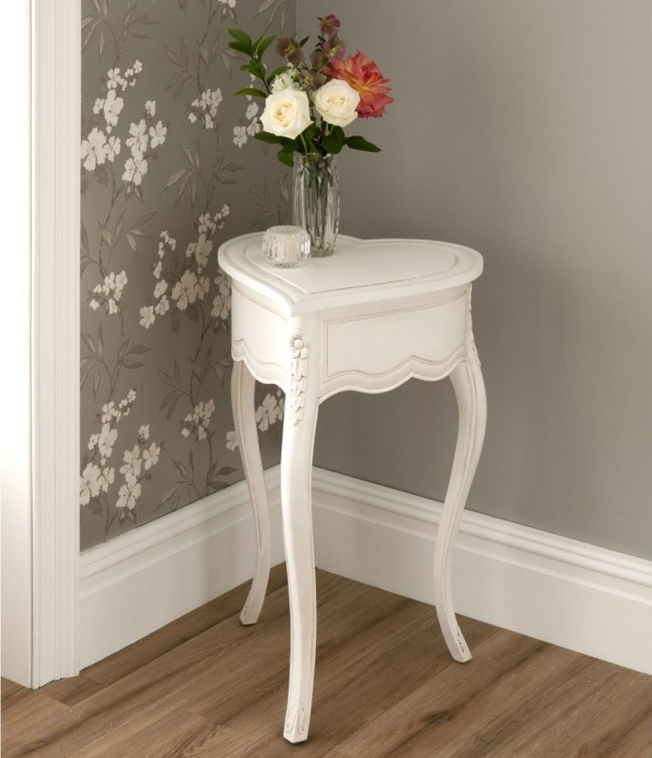 Elegant Coner Table